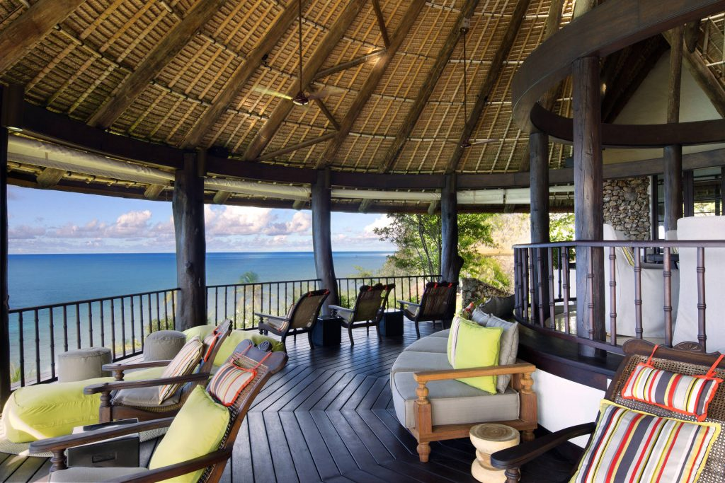 Gemütliche Terrasse mit Meerblick im Banyan Hill Estate auf Fregate Island